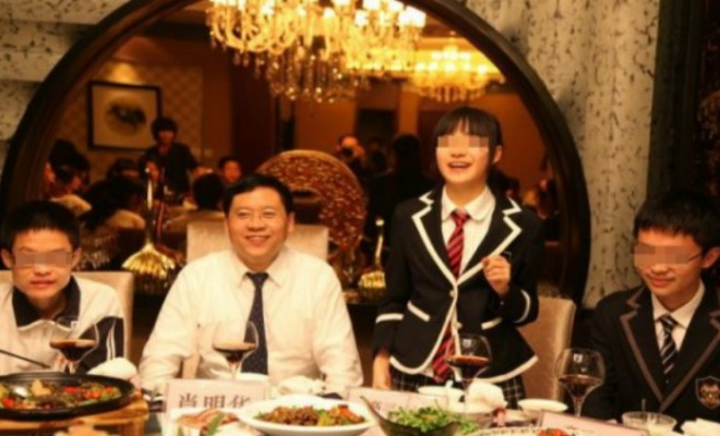 chengdu-high-school-hosts-top-student-dinner-with-principal-04-560x372